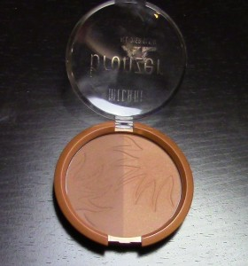 "Milani Bronzer XL in ""Fake Tan."" I used the cool matte shade on the left."